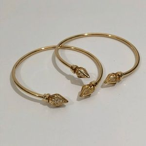 Jewelry - NEW Set of 2 Gold Tone Diamond Shaped Ends Bangles
